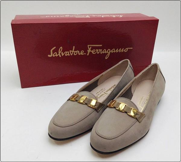 Salvatore Ferragamo サルヴァトーレ フェラガモ パンプス ヴァラ スエード ベージュ系 サイズ:5 約 22cm レディース※中古 箱付き買取致しました。