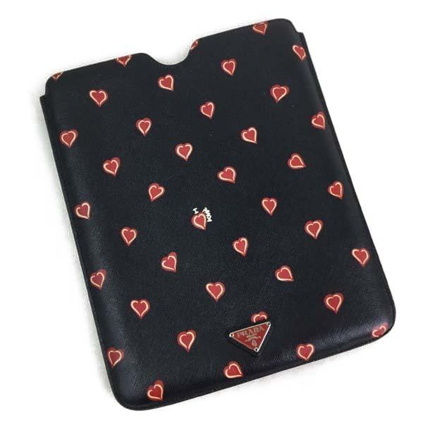 プラダ PRADA iPadケース ブラック系色×ハート柄 買取致しました。