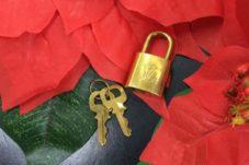 土岐市のお客様より ルイヴィトン パドロック 鍵 お売り頂きました。